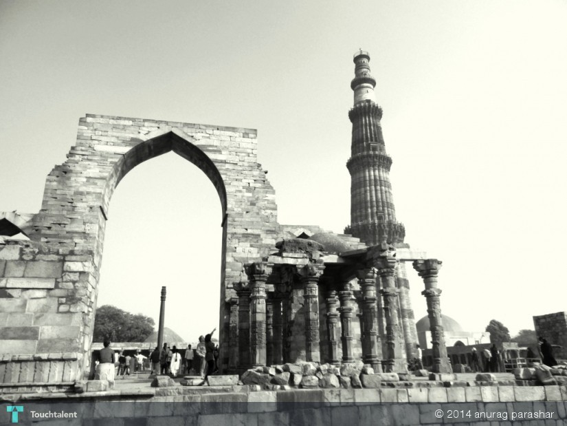 Black And White.. Kutub Minar in Photography