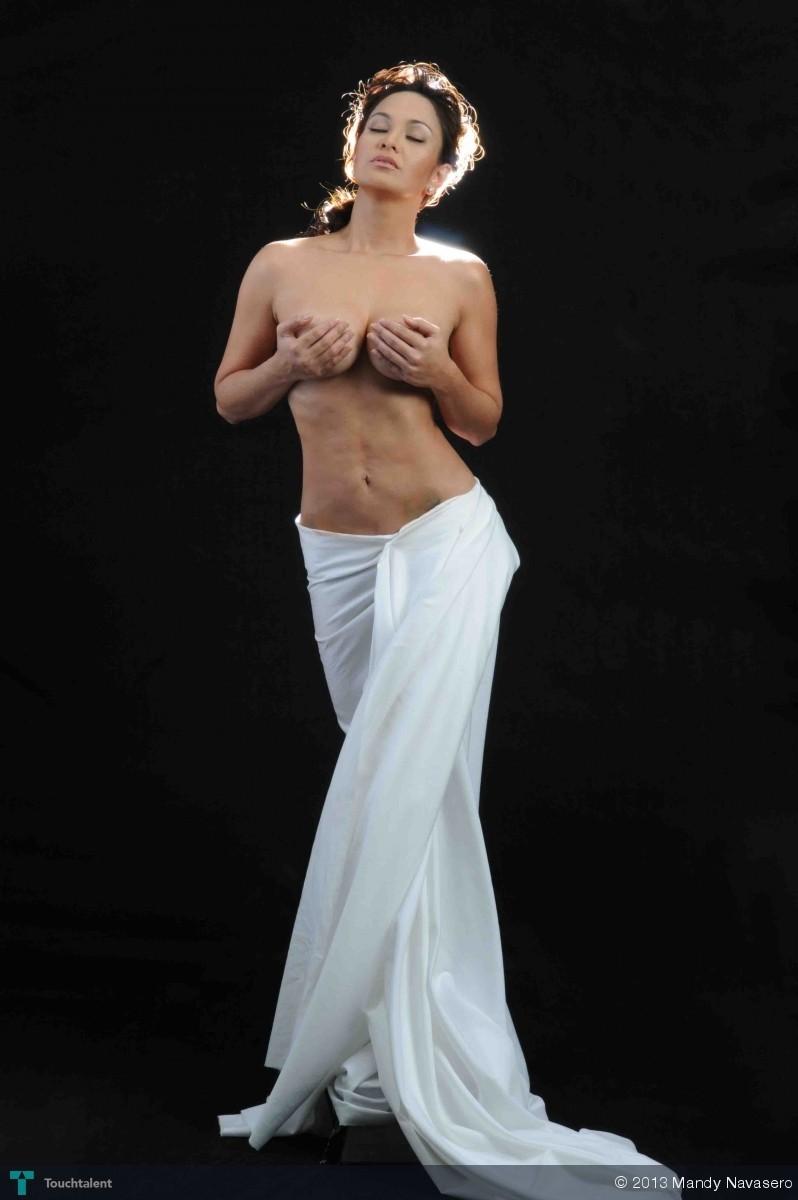 venus de milo breast size
