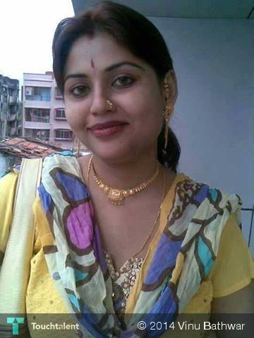 kerala desi homely hot aunty saree pose gallery photos